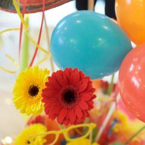 Dekoration Luftballons Blumen bunt